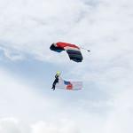 frampton country fair 2015 simontaylorimages parachute