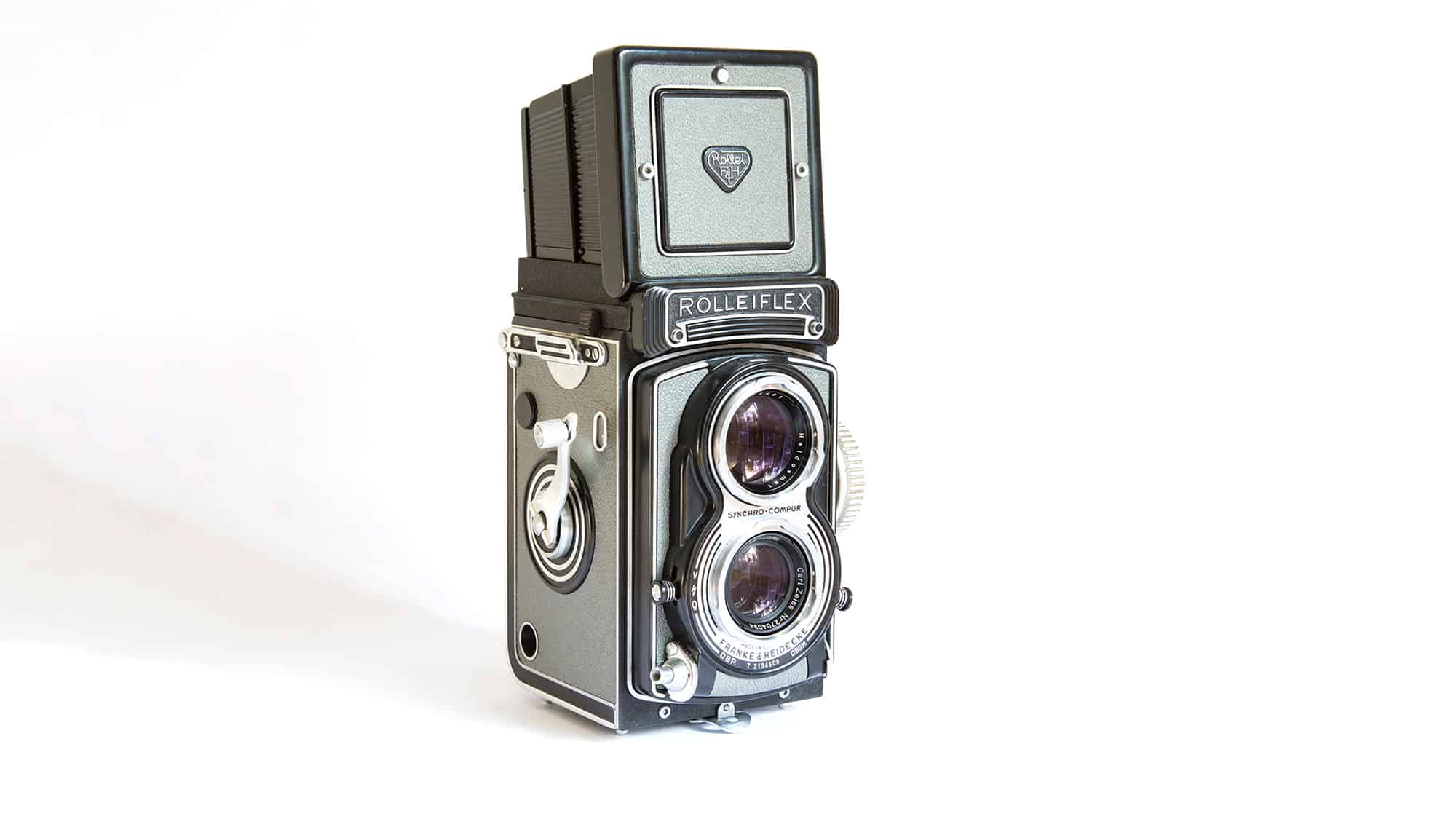Rolleiflex T with a built in 75mm f3.5 Tessar lens. This twin lens reflex camera was built between 1958 - 1976.